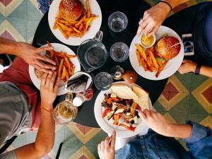 comes-mas-cuando-hay-mas-gente
